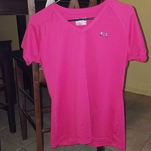 Under Armour semi fitted t-shirt size medium. EUC